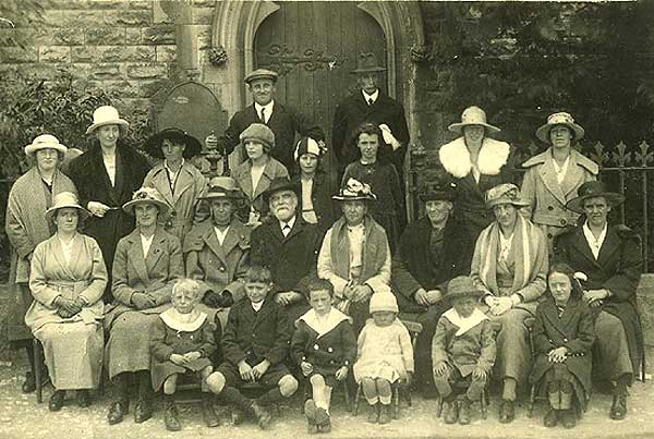 Low Row United Reformed Church Sunday School Trip to Leyburn, approximately 1920. Image reproduced by kind permission of Gladys Honey.