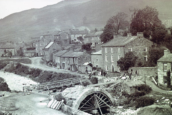 Bridge building at Muker (courtesy of John Place)